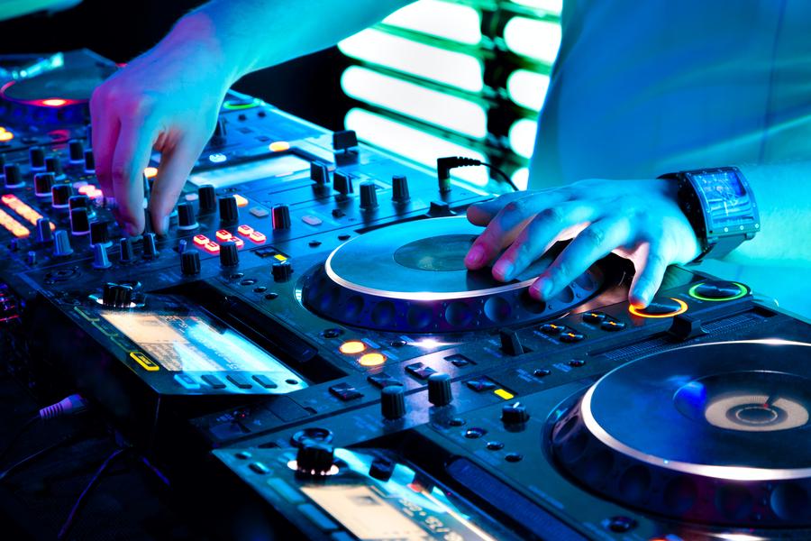 Muziek Quiz DJ mixen