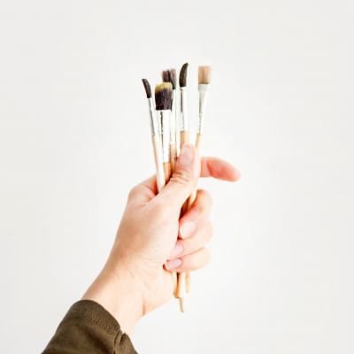 Brushes Fingers Hand 2208528 1