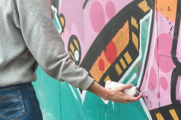 Kunstenaar graffiti