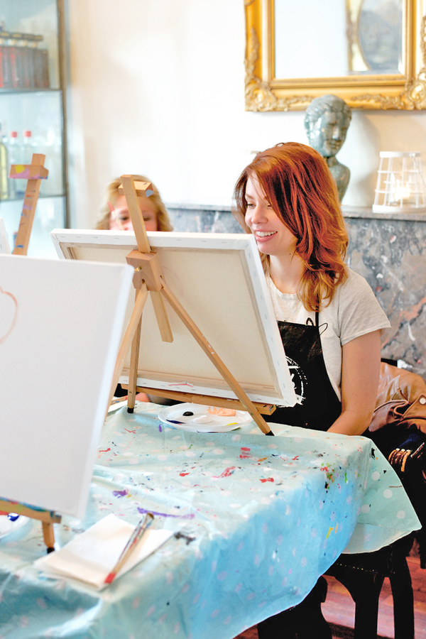 Dikke dames schilderen workshops groep